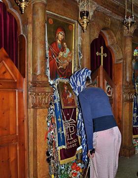 икона Страстной Бородицы фото в храме